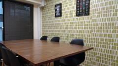 [シナモンカフェ☕] [吉祥寺駅3分] ヨドバシカメラ隣 北欧風の壁紙がお洒落なカフェ風スペース