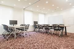 【神田駅徒歩2分】コワーキングスペースの14名様用会議室