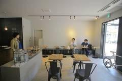 三軒茶屋の白を基調としたおしゃれなカフェを貸し切りで(菓子製造許可付き)