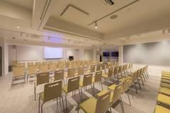 【新宿三丁目2分】セミナールーム FUJI(42名)