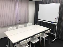 【博多駅すぐオフィスビル】BASES福岡:好立地・便利!格安・安心!シンプルでコンパクトなミーティングルーム(収容人数6名 B08会議室)