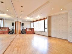 石川町駅から徒歩3分の駅近!深夜レンタルも可能なスタジオ!