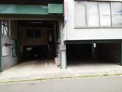 湘南中文學苑・1号館教室。周辺には学校(江南高校・看護大学校・農業高校・商業高校)や公園(大久保公園・総合公園)が多く、静かな環境です。