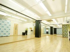 新栄駅より徒歩3分!! 学校帰り・仕事帰りに便利なレンタルスタジオ!! ロッカー付き更衣室完備なので安心してご利用になれます!!