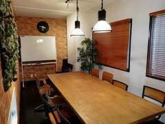 【6Fミーティングルーム(大)】JR長崎駅徒歩5分。会議や打合せ、小規模イベントに最適のお部屋です。