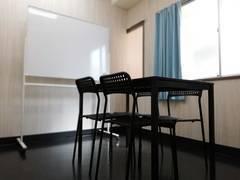 【5Fミーティングルーム(小)】JR長崎駅徒歩5分。小規模会議や打合せに最適のお部屋です。
