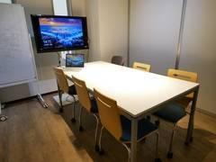 【五反田駅3分】土日も全日1,400円/1時間 会議室B 高速wi-fi・電源・42インチのディスプレイが常設、  おしゃれなコワーキングpao パオ内の会議室はお教室に最適!