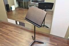 【渋谷駅徒歩7分】ヤマハの音楽練習室 ROOM6 ―最大5人まで同一料金で利用できる!合唱や合奏に、鏡を見ながら練習できます。
