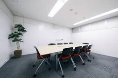 【フリードリンク・wi-fi完備、プロジェクター無料貸出】C-WORK 大会議室