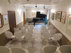 【桜上水 10分】スタインウェイのピアノが弾けるスタジオ 30人収容《Wi-Fi・マイク・プロジェクター・スクリーン有》 ~コンサート・ライブ・演奏会・パーティーに~