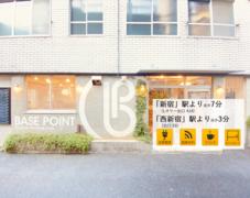 【受付常駐の店舗】Caféの2階会議室(ブースC)便利な30分単位、ホワイトボード Wifi 各種ケーブル PCモニター有り