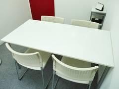 【新大阪駅&西中島南方駅より徒歩5分】大阪会議室 fabbit新大阪店 打合せ室2【少人数での会議・打ち合わせ・商談・作業スペースなどに】