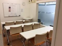 宮崎市職業安定所近く 有料自習室併設のミーティングルームで少人数の会議やミーティングに最適です。