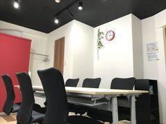 新橋駅徒歩30秒!完全個室の綺麗な格安会議室 無料Wi-Fi・ホワイトボード Shinbashi2組