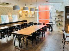 ■WILLER EXPRESS CAFE■          都会の中にありながら、沢山の緑に囲まれたカフェ。 落ち着いた空間のおしゃれな2階席で、いつもと違うミーテングや会議をしませんか?きっといつもと違う発想や創造を生み出してくれる、そんな気分にさせてくれると思います!