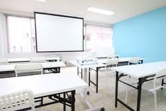 広瀬通【仙台協立第1ビル4階4-8貸会議室】28-42名様用 プロジェクター・Wi-Fi完備!白とティファニーブルーの壁が素敵な会議室