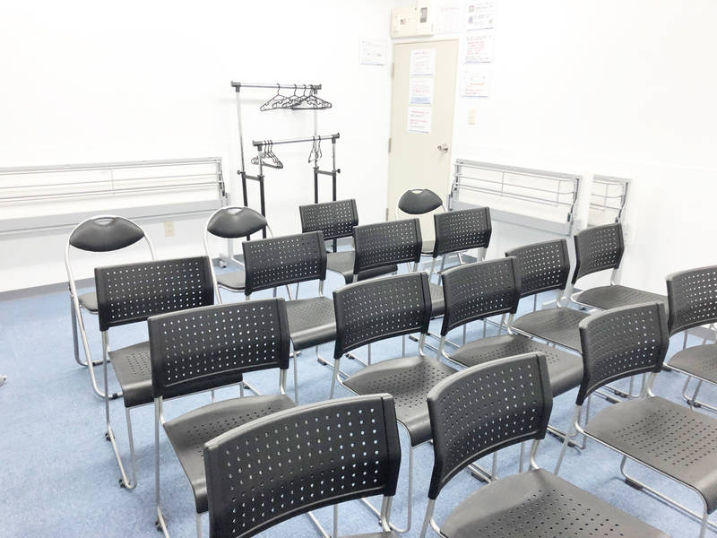 【NEW OPEN】 新宿駅から徒歩4分西新宿からもアクセス可 駅近会議室 最大18名 着席15名収容 【おまかせレンタルスペース貸会議室】 会議、ミーティング、レッスン、オフ会など最適なスペースです 無線LAN ホワイトボード プロジェクターウォシュレット完備