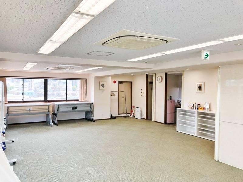 【料金大幅値下げ!】飯田橋・神楽坂  平日3~5時間料金 ¥5000/h 50名まで。 春の研修、会議のご予定はお決まりですか? 明るく眺めのいい空間でいかがでしょうか? 複数の路線から徒歩圏内でアクセスも最高です!