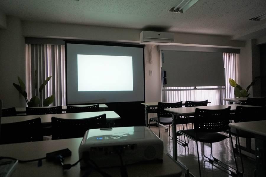 <ブラウ会議室>⭐️32名収容⭐仙台駅より徒歩5分♪WiFi/ホワイトボード/プロジェクタ無料