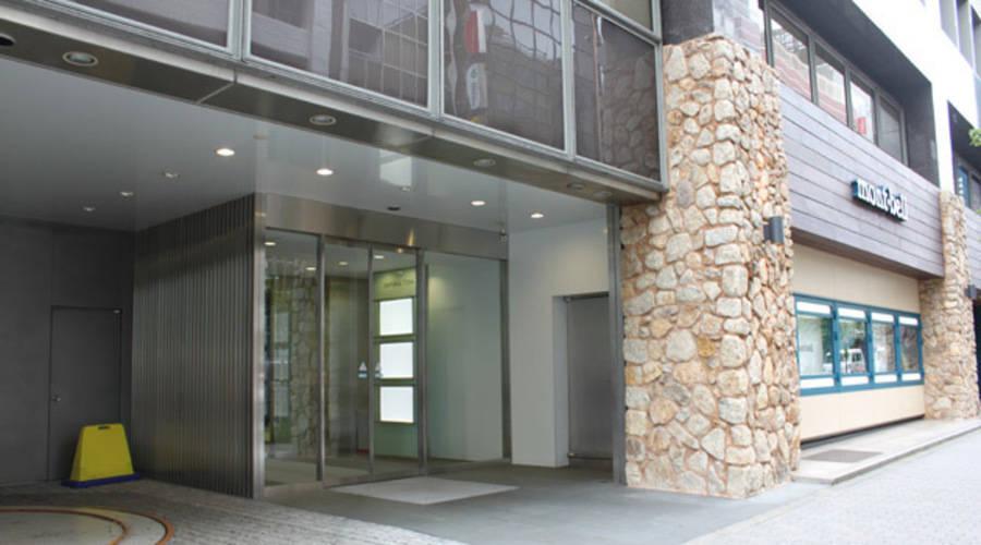 新宿駅近6名収容:1時間¥500~【JR新宿駅・徒歩3分】アクセス便利・無線LAN完備・コーヒーサーバー無料