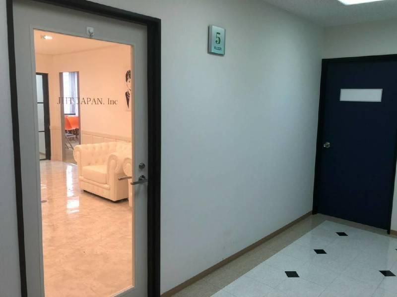心斎橋  四ツ橋駅徒歩4分  アクセス抜群です。待合スペース付き小会議室 個室