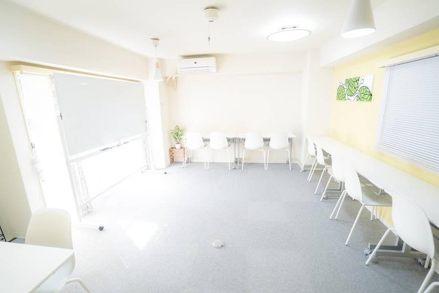 <横浜駅東口8分 / 最大20名まで>Wi-Fi、エステ台、プロジェクターあり!広々空間でセミナーや面談、ミーティング、オフ会など様々な用途で♪<北欧風レンタルスペース@ノルン横浜東口>