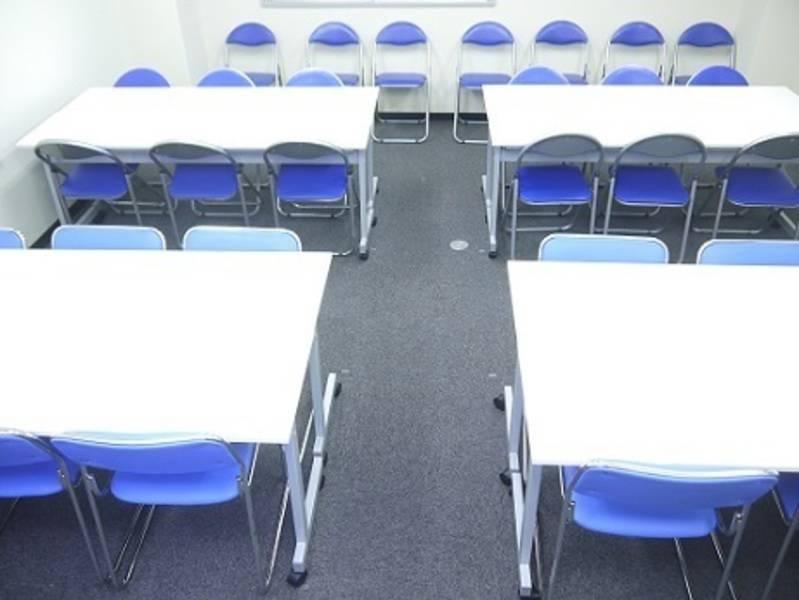 【水道橋徒歩2分】格安の本格派会議室/最大30名まで着席可能でこの価格(最適:25名以下)/もちろんWiFi・プロジェクター無料<KoNA水道橋>
