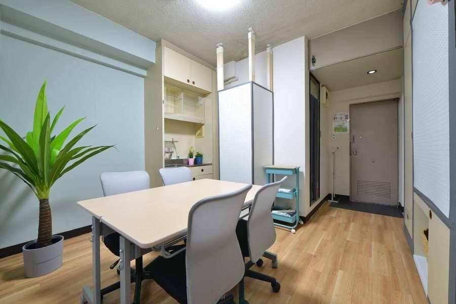名古屋駅徒歩7分!オシャレな会議室、打ち合わせ、研修、デスクワーク、自習スペース、ボードゲーム。無料wifi、ホワイトボード 、プロジェクター完備。