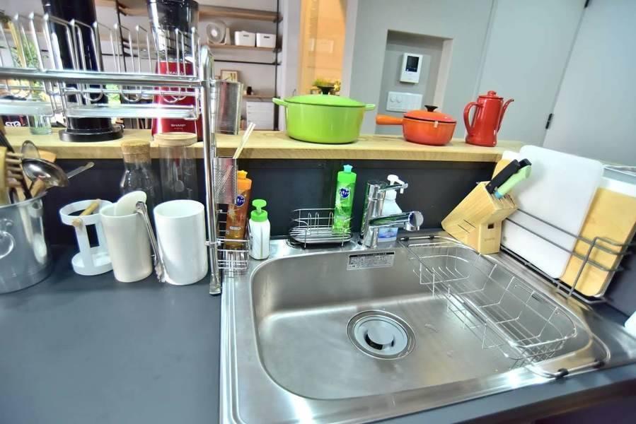 堀江のレンタルルーム602「調理器具が豊富!映画鑑賞に最適な大画面のプロジェクターあり!」