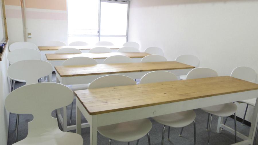 【表参道駅B2出口1分】オフサイトミーティングにも。24時間利用できる青山通り沿いでわかりやすい立地の貸し会議室