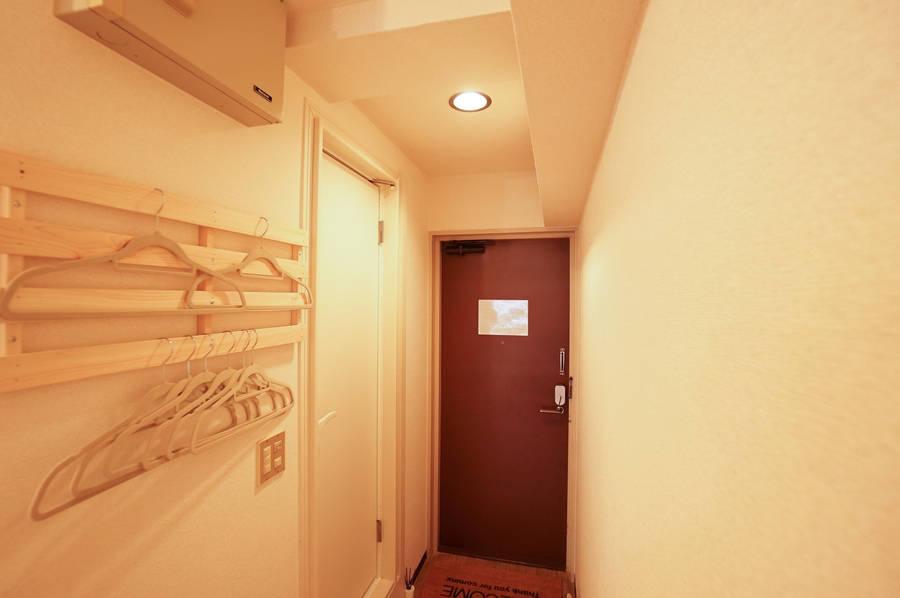 【西新宿駅1分】木のぬくもりスペース【Wi-Fi・ホワイトボード・プロジェクタ完備】