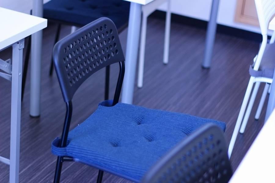 タウラス勾当台_勾当台公園駅4分◆43型大型モニタ◆15人収容♪無料wifi★イベント準備や会議、セミナーに最適♬