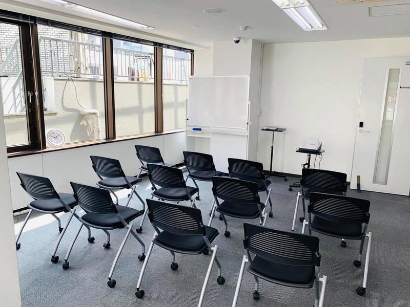 新宿徒歩7分【別館】知恵の場オフィス 会議室A(最大12名)