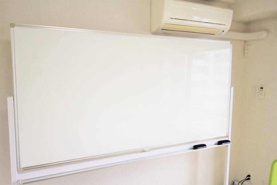コロナにつき営業自粛【池袋駅徒歩2分】55型4Kモニター/個室/WiFi/8名収容/