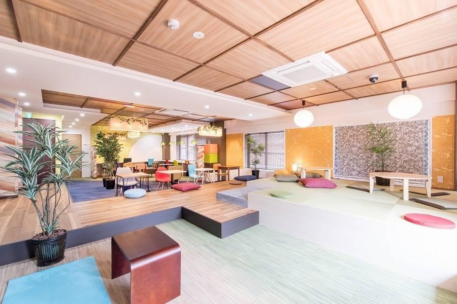【神田駅徒歩2分】コワーキングスペースの4名様用会議室#完全個室#高速インターネット#Wi-Fi完備#ホワイトボード#モニター#テレワーク#WEB会議