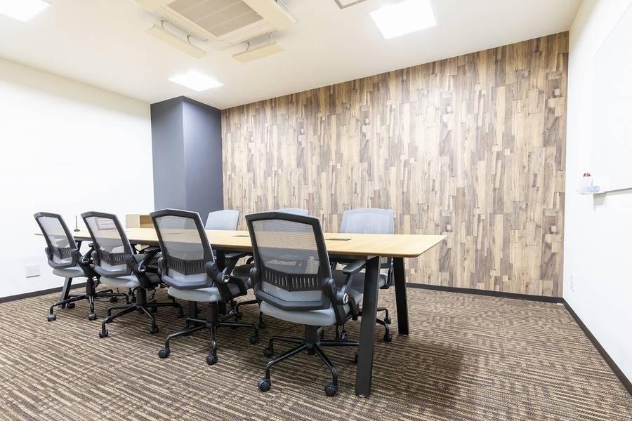 【松戸駅東口徒歩1分!】コワーキングスペースの8名用会議室