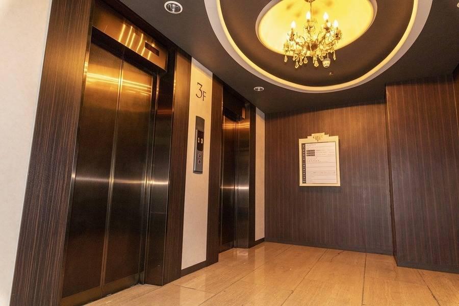 【新静岡駅1分・静岡駅4分】8名用会議室 #WEB会議 #Wi-Fi #フリードリンク#テレワーク◎コワーキングスペース併設で打合せ後にそのまま仕事ができます。