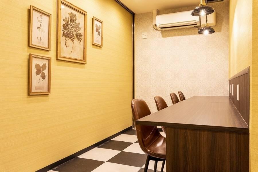 【新静岡駅徒歩1分】WEB会議やテレワークにもおすすめ!6名用会議室 #Wi-Fi #フリードリンク #ホワイトボード #電源