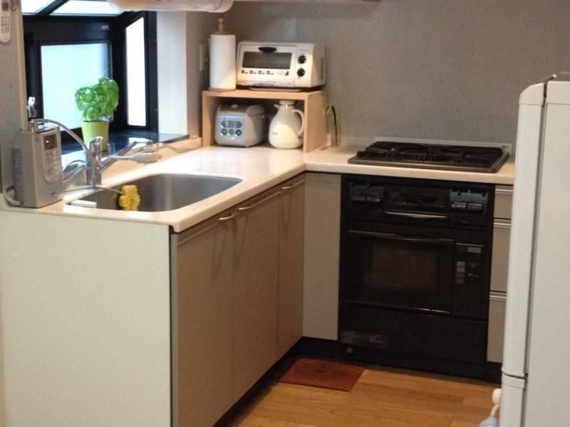 【広尾徒歩1分 一軒家 2FK】キッチン、ダイニングセットのある万能スペース!