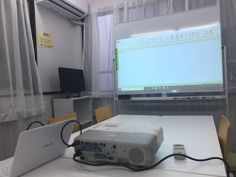 【スペース・com/神田】神田駅3分!Wifi・プロジェクター、ホワイトボード、PCモニター無料 土足OK!ミーティング・セミナー・ボードゲームなど利用できます