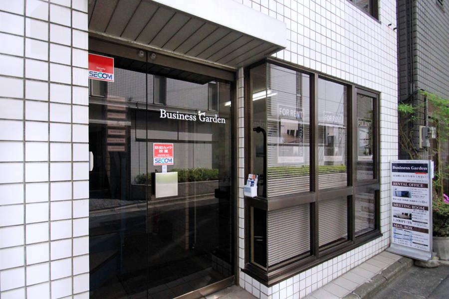 【新橋・御成門駅近】Wi-Fi無料! 綺麗な格安会議室 完全個室/受付常駐