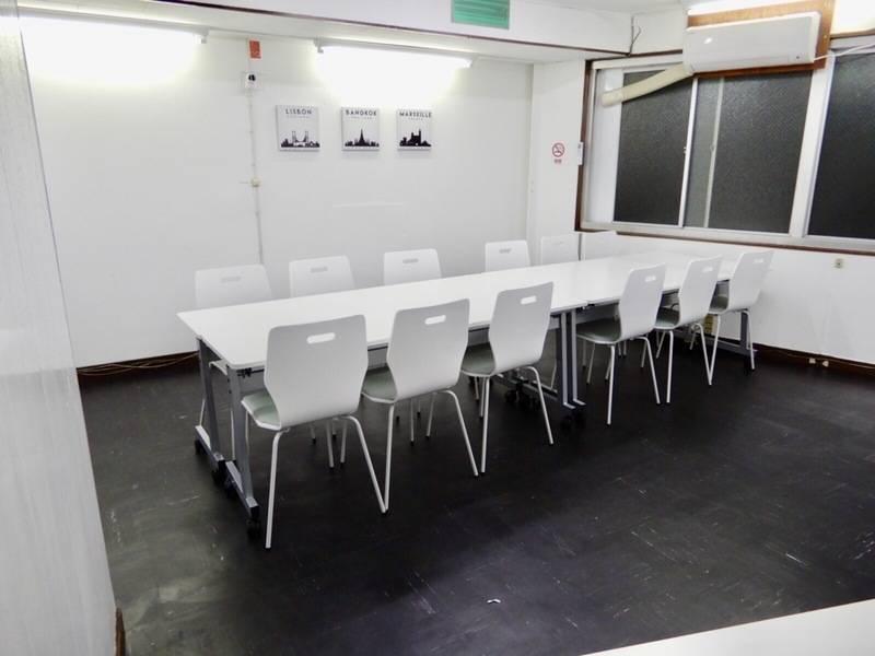 【駅チカ迷わない】十三駅まっすぐ歩いて1分!梅田から1駅!マイク、100インチスクリーン♫定員16人でセミナーや教室、研修、開発合宿に最適☆