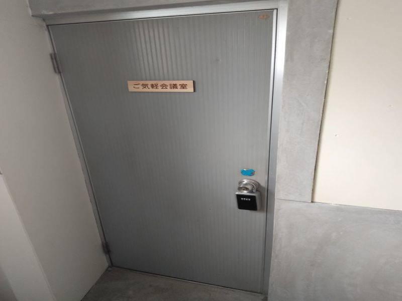 [鹿児島中央駅から徒歩4分]24時間利用可、18名着席可、無料WiFi、プロジェクタースクリーン、設備の充実した綺麗な貸スペース。周辺コインパーキング多数あり、アクセスの良い立地です。