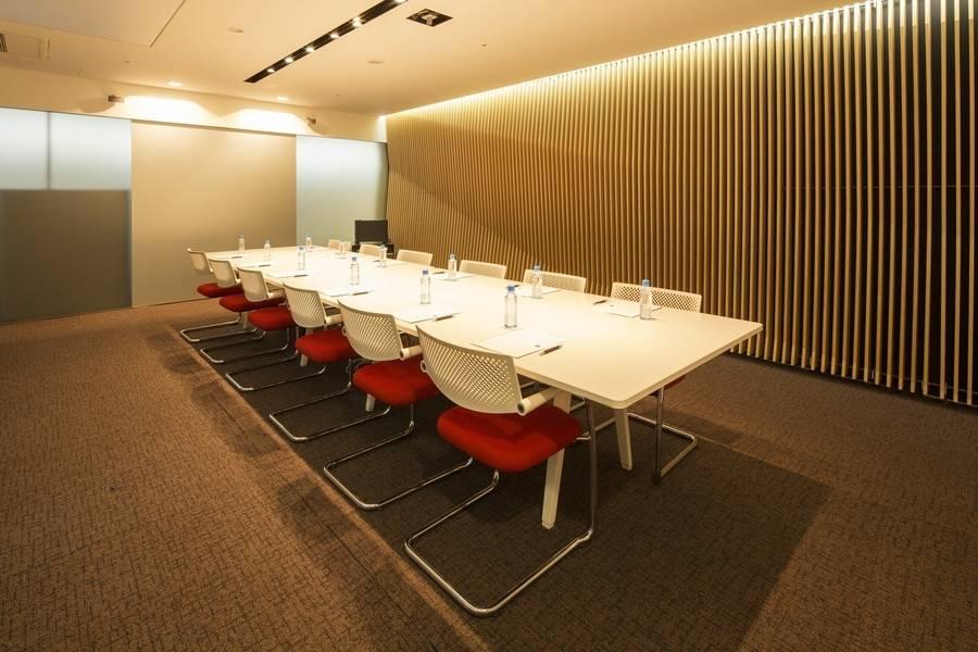 【淡路町・小川町・秋葉原・御茶ノ水】おしゃれな会議スペース(Room V)の写真