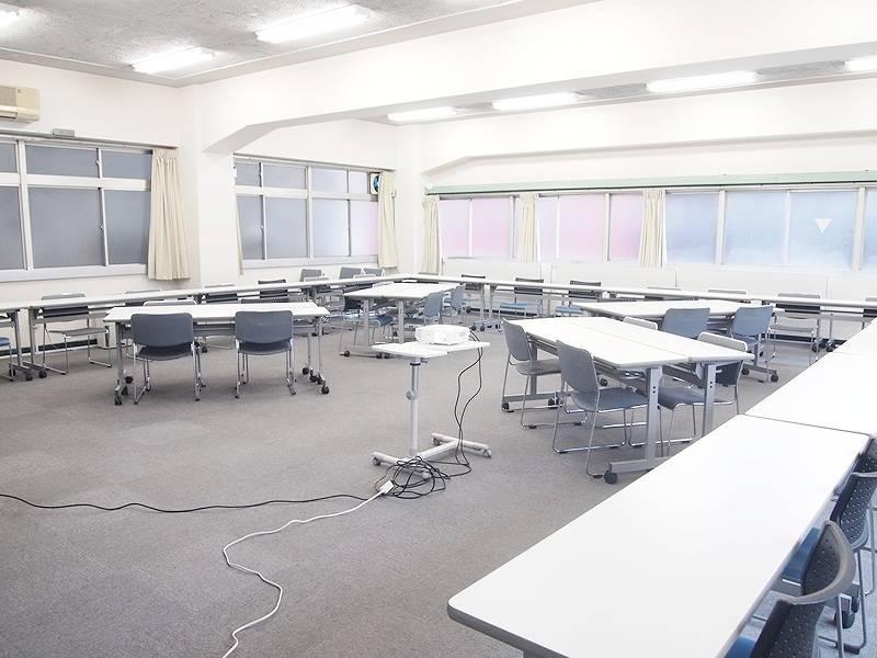 〜96名収容可能!水道橋駅西口1分!リーズナブルな貸し会議室 スタッフ常駐 窓開閉可能 2F教室