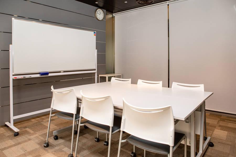 【銀座】駅直結!飲食可能◎高級感あふれる開放的な貸し会議室(6名)