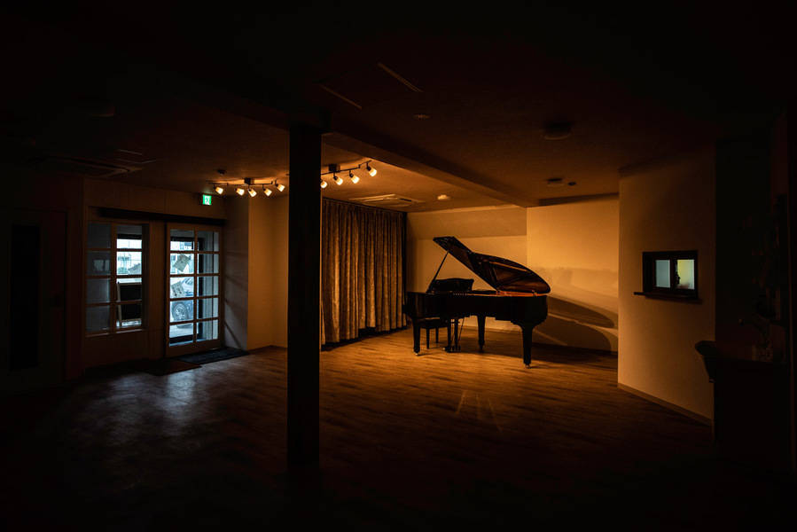 相模原レンタルスタジオKUNST イベント利用予約(アップライトピアノ・グランドピアノ・シンセサイザー・大型ミラー付きレンタルスタジオ) プレオープン記念30%オフ!コンサート、発表会、イベント等にご利用頂けます!控え室や演出としても使っていただける定員4人の個室がついたパックプラン!