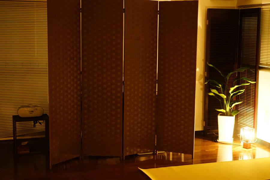 【ロハス・ムーン】マッサージベッド4台完備!明るい自然光のセミナールーム|ボディワーク系セミナーに最適(新宿御苑前駅から徒歩2分)