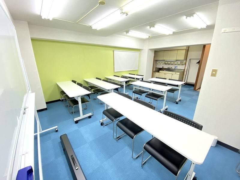 博多駅徒歩5分♪<クローバー会議室>リモートワーク・テレワークにも最適!24名収容⭐wifi/ホワイトボード/プロジェクタ無料