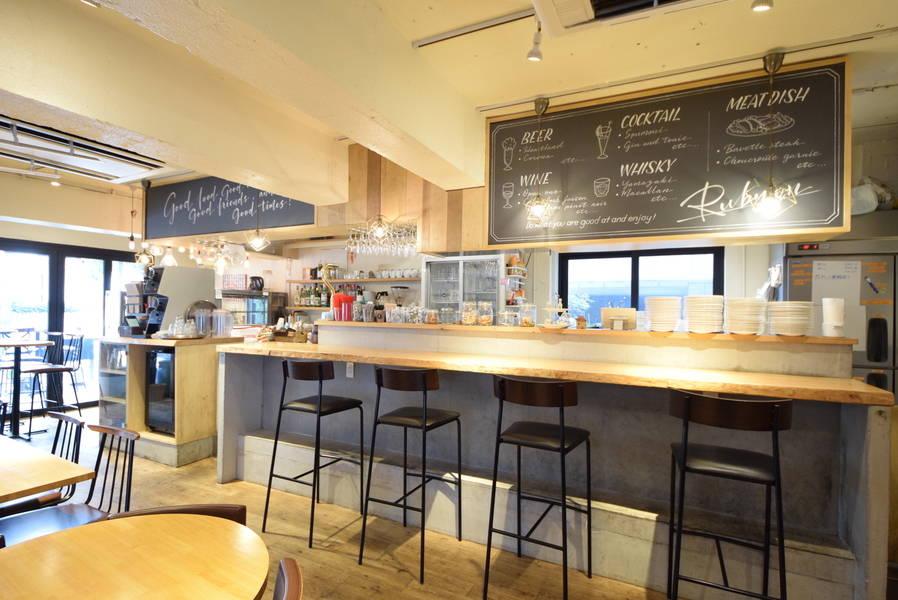 【渋谷・表参道・青山】 レンガ壁の外観が特徴的な路面実店舗カフェ。動画やスチール撮影など様々な用途に使えるレンタルスペース。